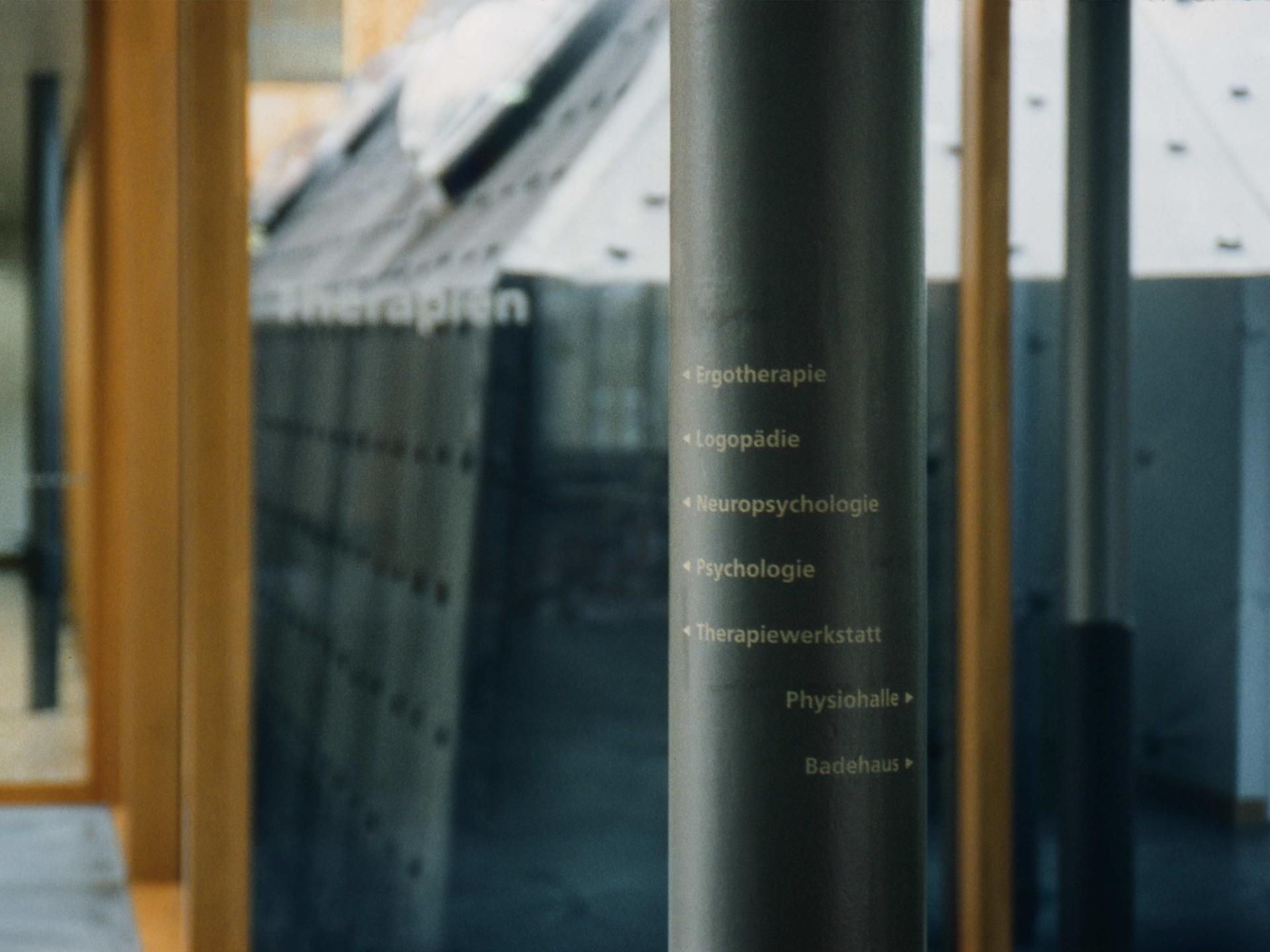 BKVK REHAB Basel — Signaletik